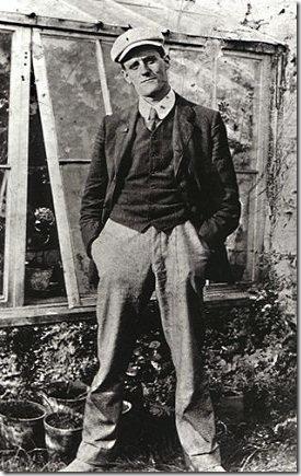 James Joyce em 1904, aos 22 anos.